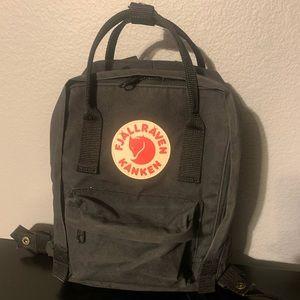 FJÄLLRÄVEN Mini Kånken Backpack - Black
